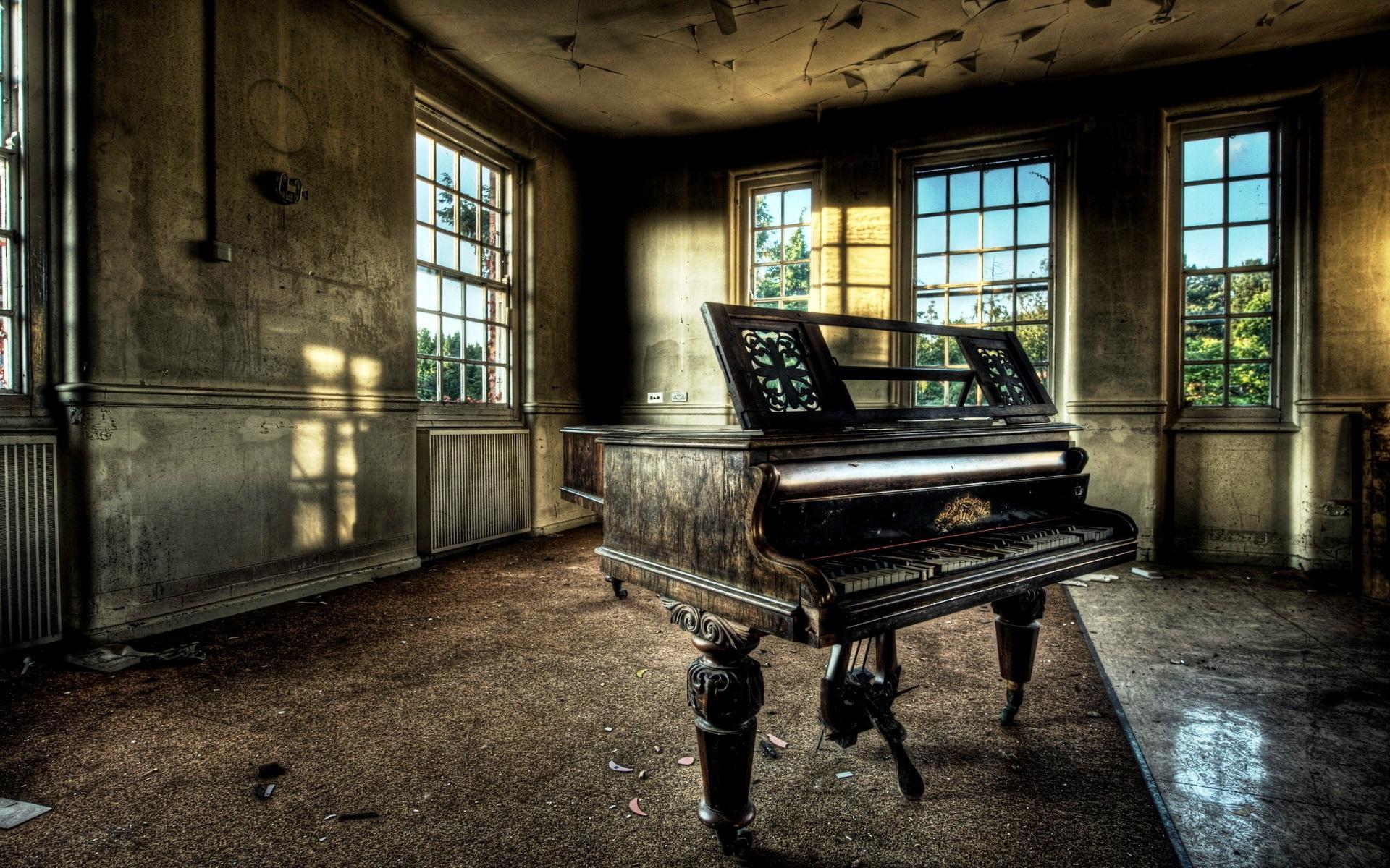 piyano, ilk olarak 1711 yılında Cristofori tarafından yapıldı.