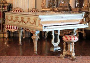 Osmanlı Dolmabahçe Sarayı'nda Piyano