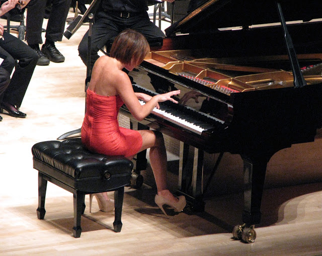 Yuja Wang Senfoni Orkestrası Piyano Sanatçısı Solisti orchestra pianist music müzik aletleri çalgı muzikal musical enstrümanlar bilgi site nedir